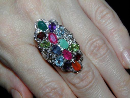 Кольцо из серебра с камнями