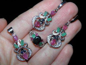 Комплект из серебра с драгоценными камнями