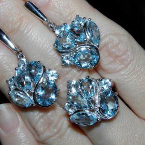 Комплект из серебра с голубыми топазами