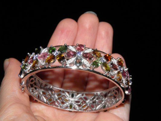 жёсткий серебряный браслет с турмалином