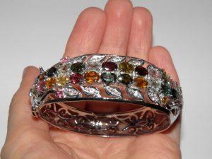 Манжетный браслет из серебра с турмалином
