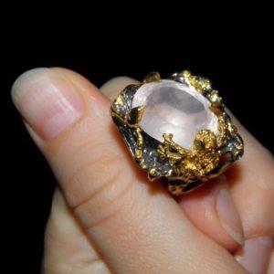 уникальное серебряное кольцо с натуральным розовым кварцем