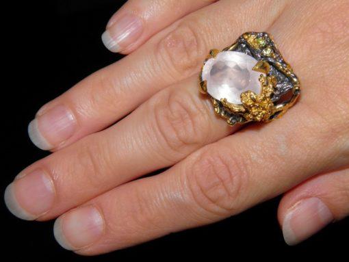 перстень из серебра с розовым кварцем