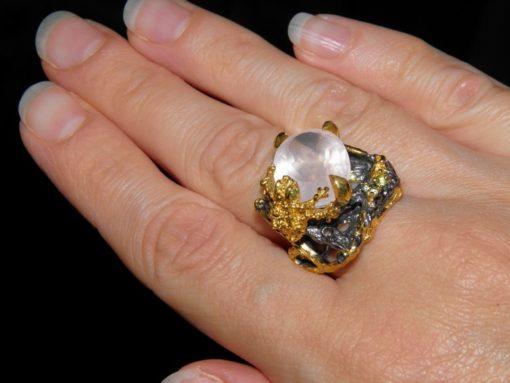 уникальное серебряное кольцо с розовым кварцем