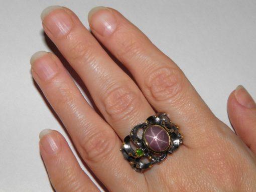 кольцо со звёздчатым рубином