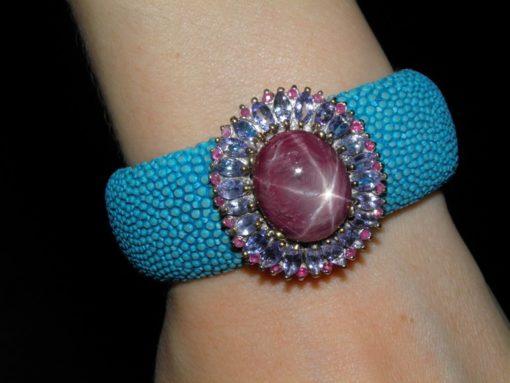 Кожано-серебряный браслет со звёздчатым рубином