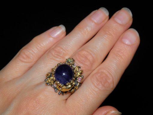 Серебряный перстень с крупным сапфиром