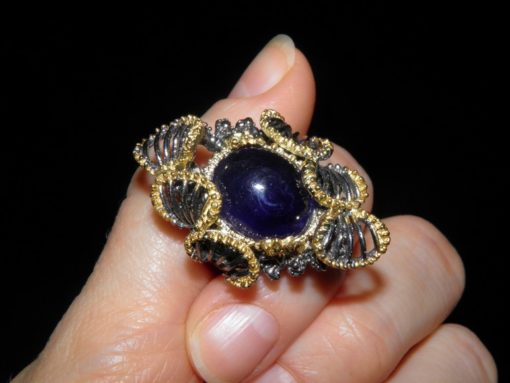 Уникальное кольцо из серебра с крупным сапфиром