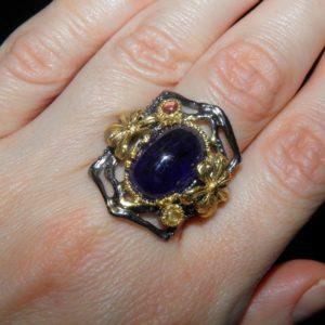 Уникальное серебряное кольцо с гладким сапфиром