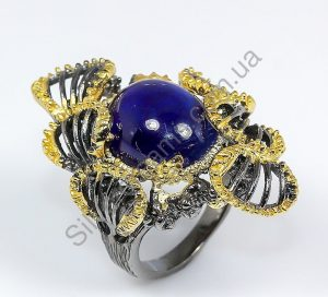 Серебряный перстень с крупным гладким сапфиром