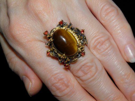 дизайнерское кольцо из серебра с тигровым глазом