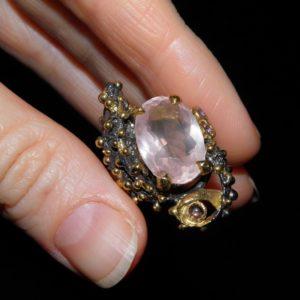 дизайнерский перстень с крупным розовым кварцем