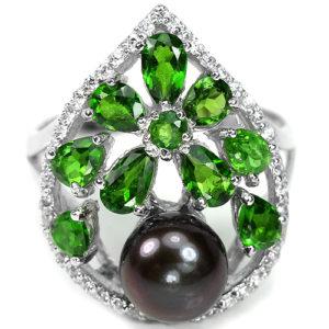 Серебряное кольцо с чёрным жемчугом и диопсидами