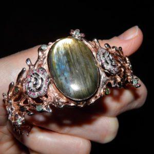 браслет-обруч из серебра с лабрадоритом