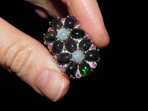 серебряное кольцо с радужным опалом