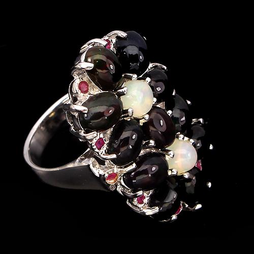 Серебряное кольцо с опалами и рубинами