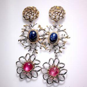 Дизайнерские серебряные серьги со звёздчатыми сапфирами и рубинами