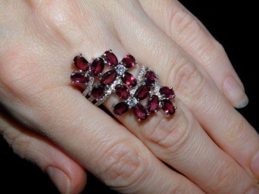 Коктейльное серебряное кольцо с родолитами