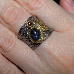 Дизайнерское кольцо из серебра со звёздчатым сапфиром