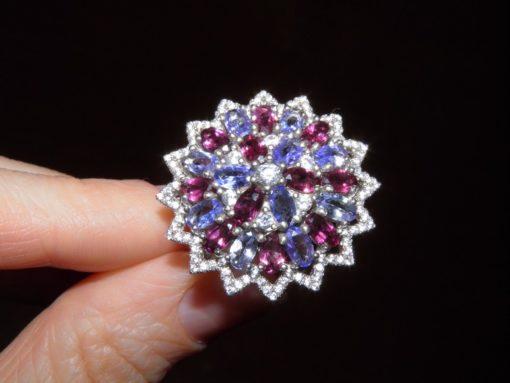 Коктейльное кольцо из серебра Танзанит-Родолит
