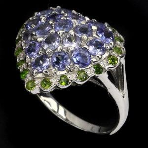 Серебряное кольцо с танзанитами и диопсидами