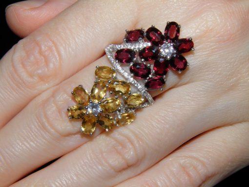 Серебряный перстень с родолитами и цитринами