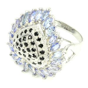 Серебряное кольцо с танзанитами и сапфирами