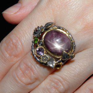 Серебряное кольцо с крупным звёздчатым рубином
