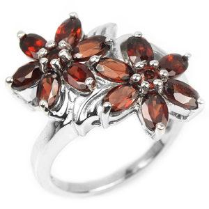 Серебряное кольцо с красными гранатами