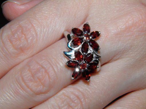 Гранатовое кольцо из серебра