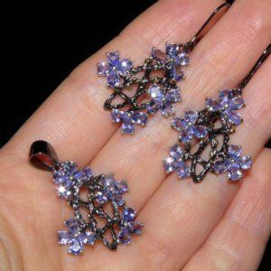 Ювелирный набор из серебра с танзанитами