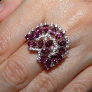 Серебряное кольцо с малиновым гранатом