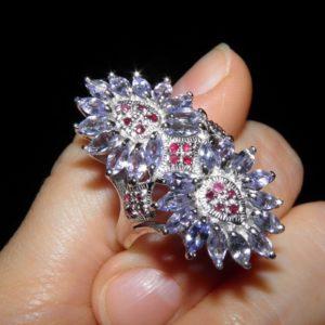 Коктейльное кольцо с тананитами и рубинами