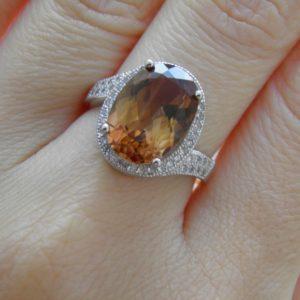 Серебряный перстень с натуральным империал-топазом