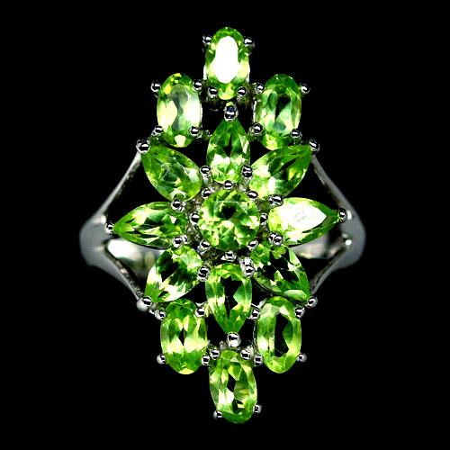 Хризолитовый перстень из серебра