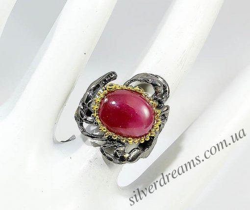 Коктейльное кольцо из серебра с крупным рубином
