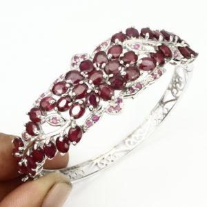 Браслет-обруч из серебра с натуральным рубином