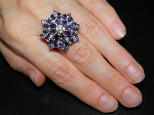Перстень из серебра с иолитами