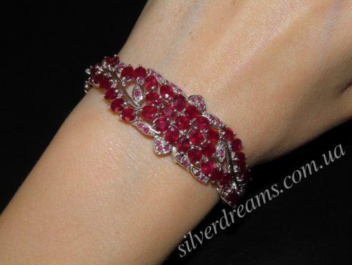 Манжетный браслет из серебра с рубинами