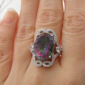 Серебряное кольцо с крупным мистик-кварцем