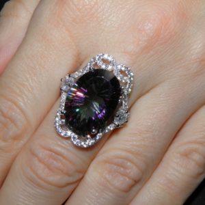 Серебряный перстень с радужным кварцем