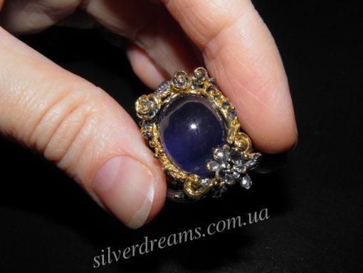 Дизайнерское кольцо из серебра с крупным сапфиром