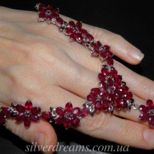 Рубиновое ожерелье из серебра