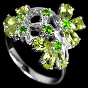 Серебряное кольцо с хризолитами и диопсидами