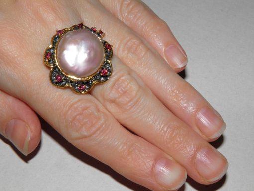 Дизайнерское кольцо с барочным жемчугом
