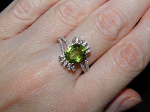 Кольцо с крупным хризолитом купить в Украине