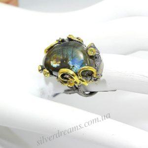 Дизайнерское кольцо из серебра с лабрадоритом