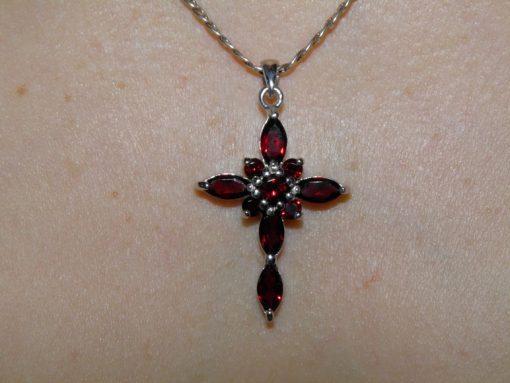 Гранатовый крест из серебра
