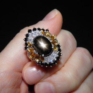 Кольцо с чёрным звёздчатым сапфиром в серебре