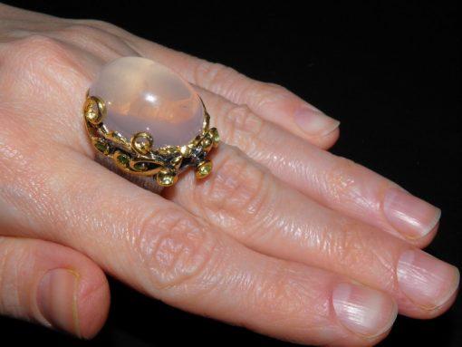 Дизайнерское кольцо из серебра с розовым кварцем